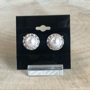 Jewelry - Pearl and Crystal Stud